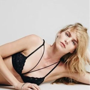 🌙 Free people Front Strap Triangle Bra